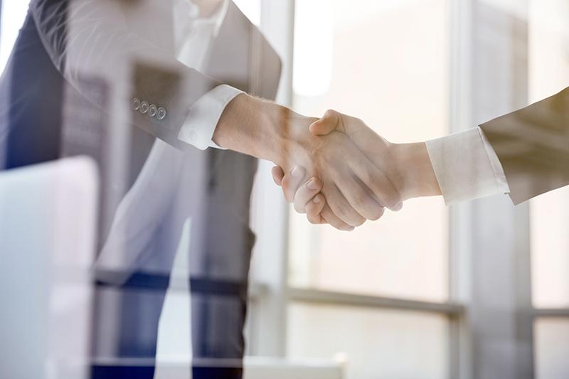 Accord par mains serrées - Bretagne Huissiers et le conseil juridique